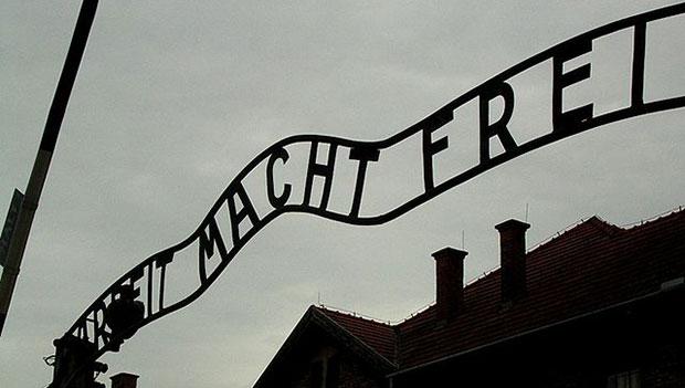 Intorno e attraverso <em>Il Dio nascosto e la possibilità di Auschwitz</em> di Alberto Castaldini